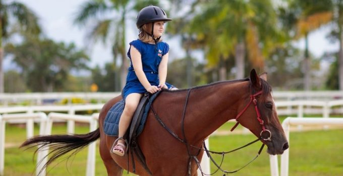 Helmet for kid riding horse